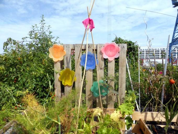 Kleine Kunstwerke sind im Hafengarten überall zu finden