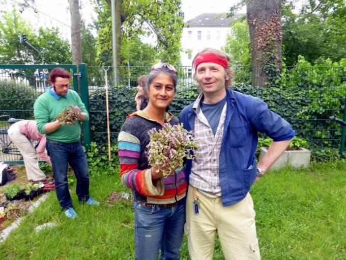 Am Licht- und Luftbad in Niederrad entsteht ein Beet mit bienenfreundlicher Bepflanzung.