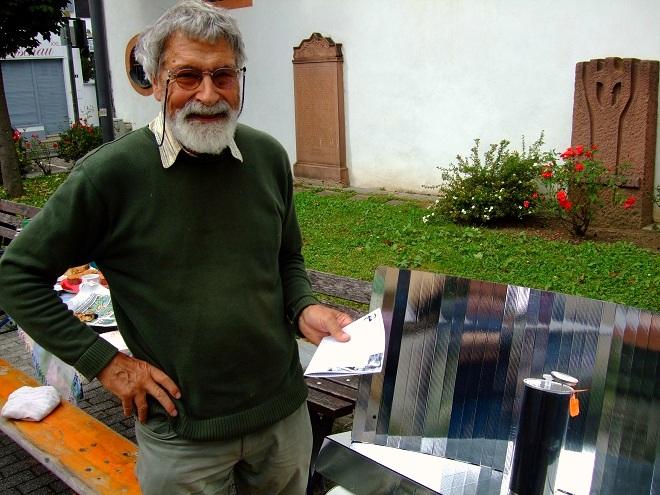 Frisch gebrühter Tee aus dem Solarkocher