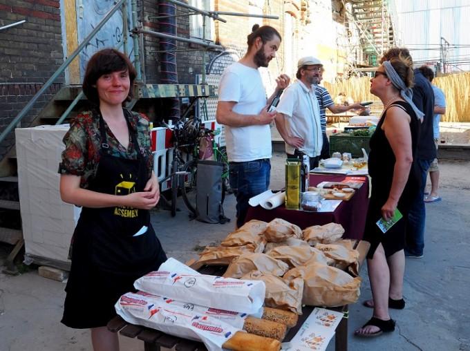 Gastgeberin Food Assembly und ein Teil des Warenangebots