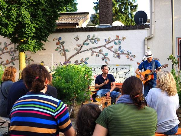 Auftritt der Frankfurter Band Tongärtner