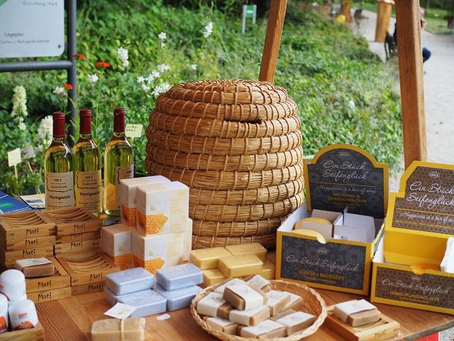 Stand mit Bienenprodukten auf dem Frankfurter Bienenfestival